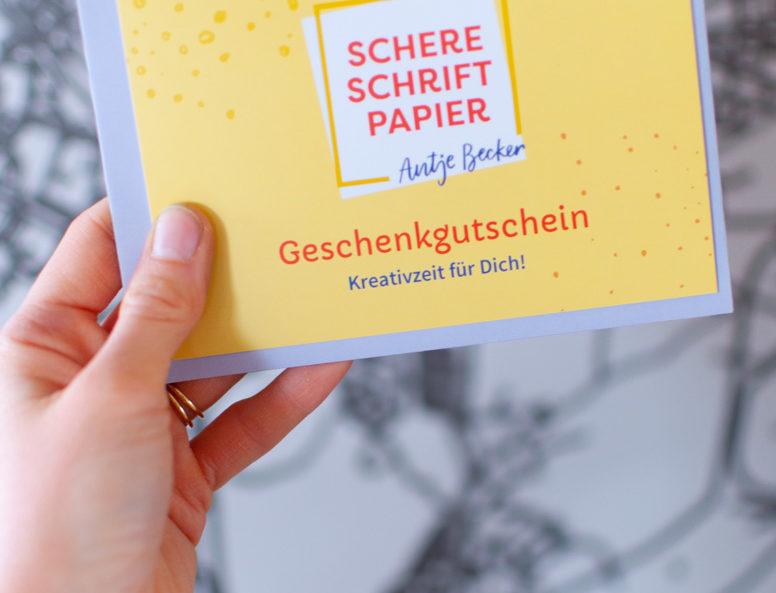 Gutscheinkarte Schere Schrift Papier