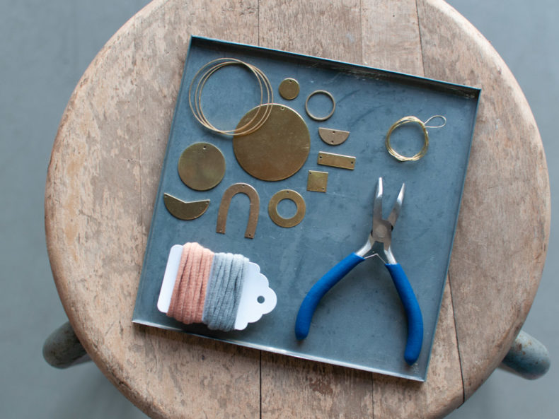 DIY-Set Messinganhänger Schere Schrift Papier